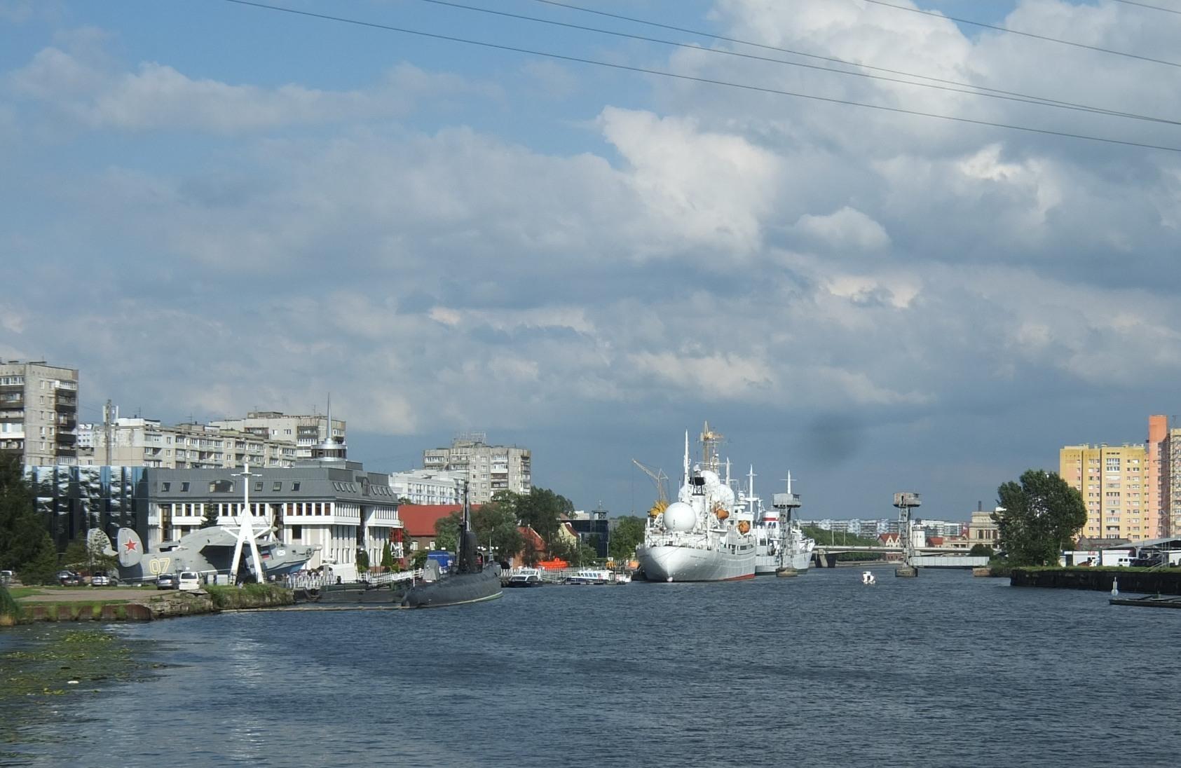 Набережная Петра Великого(вид на Музей Мирового океана)
